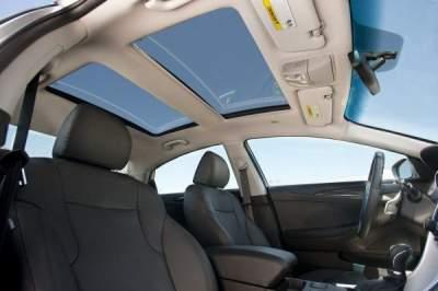Названы достоинства и недостатки панорамной крыши в авто