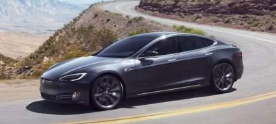 В США полиция остановила Tesla на автопилоте с уснувшим водителем
