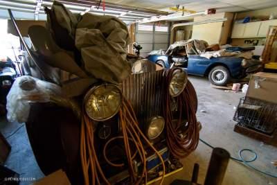 В заброшенном американском гараже нашли шесть ретро-авто